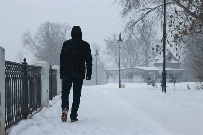 義大利人夫和妻子吵架後就離家出走,徒步走到450公里遠的城市。(示意圖/達志影像)