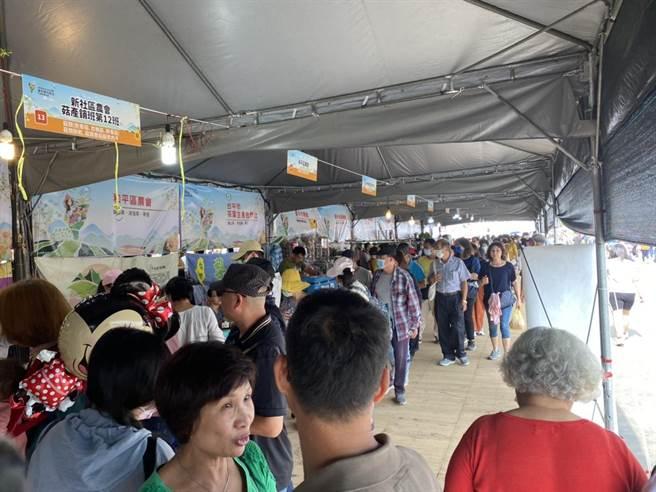 台中市農業局於新社花海推出農特產品行銷區,以台中農好為主題,設置126個攤位。(台中市農業局提供/王文吉台中傳真)