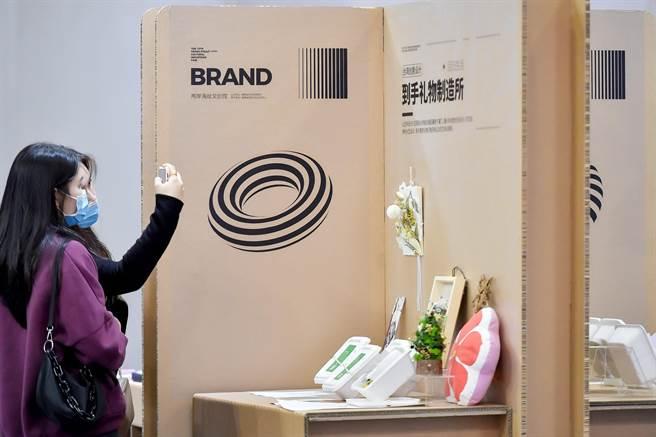 廈門文博會的文創設計展,充滿兩岸特色。(主辦單位提供)