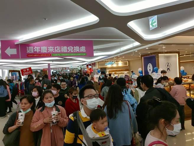 大新竹地區民眾購買力超狂!新竹SOGO周年慶7日晚間圓滿落幕,12天創下超過17億營收。(SOGO提供/陳育賢新竹傳真)
