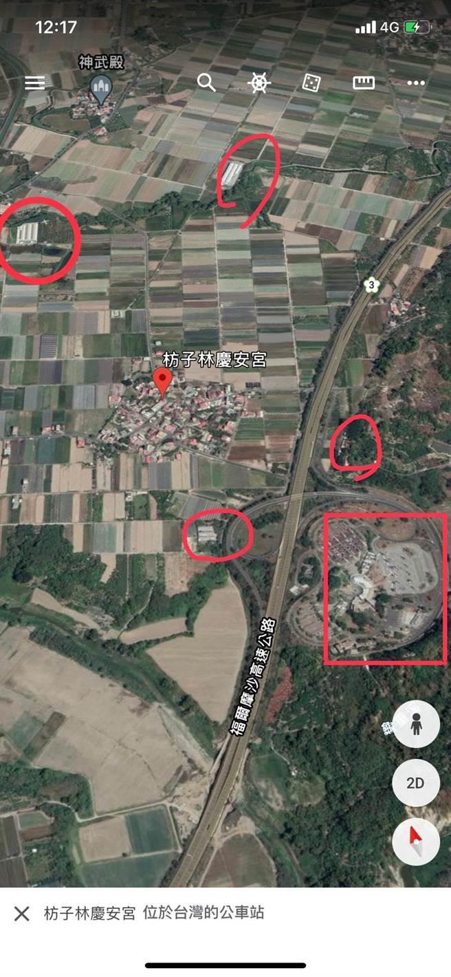 居民表示,圖中紅色圓圈處皆是雞舍,小庄落快要被雞舍包圍了。(讀者提供/李宜杰台南傳真)