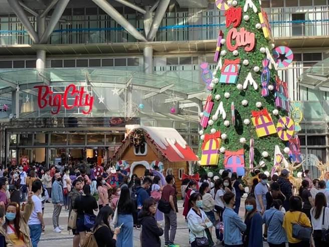 Big City遠東巨城購物中心周年慶7日圓滿畫上句點,大新竹區民眾高消費力在12天內完全發威,業績超過預期目標達26億。(巨城提供/陳育賢新竹傳真)
