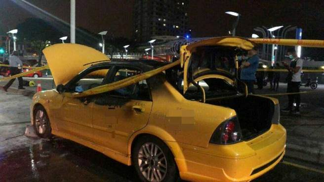 警消調查,死者謝男平時在車上有使用平板習慣,懷疑死者在車內使用平板充電,引起車輛起火,但詳細原因還有待調查。(圖/翻攝畫面)
