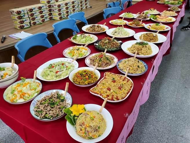 料理小達人觀摩賽比賽菜單為蛋炒飯、蔥爆肉絲、炒時蔬、玉米蘿蔔湯。(台中市教育局提供/王文吉台中傳真)
