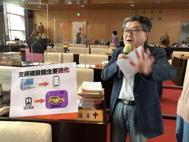市議員李中建議台中超前部署5G城市,提高交通建設效率與效能。(陳世宗攝)