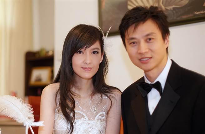倪震當年和周慧敏分手後,就戀上陳法蓉。(圖/星島提供)