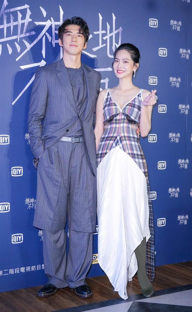 末日愛情影集《無神之地不下雨》男女主角傅孟柏(左)、曾之喬。(吳松翰攝)