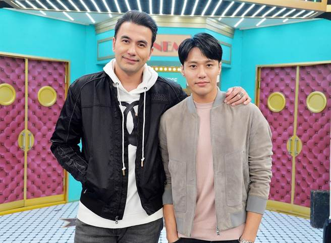 黃志瑋(左)和張睿家受邀上《請問你是哪裡人》。(衛視中文台提供)