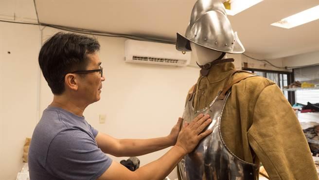 《臺灣三部曲》戲服希望還原400年前的歷史。(米倉影業提供)