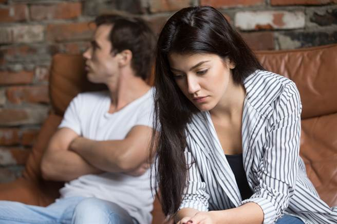 人夫發現妻子與公司同事外遇,兩人還在休息時發生至少20次性行為。(示意圖/達志影像/Shutterstock提供)