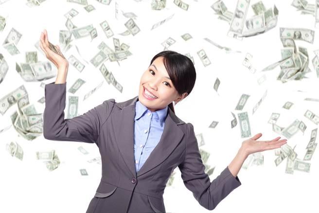 星座运势网站「星座哟」分享,白羊座、水瓶座、射手座、双子座能在2021年赚最多钱。(示意图/shutterstock)