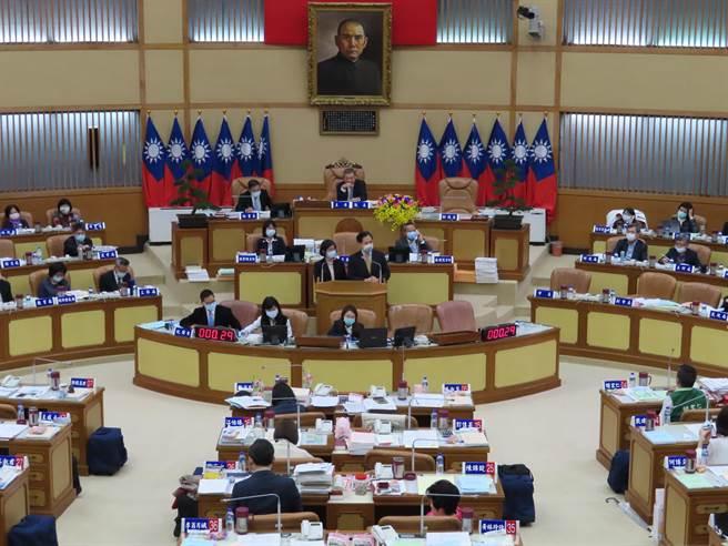 新北萊豬條例議會攻防開打 綠議員要求市長專案報告。(葉德正攝)