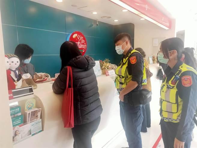 台南市佳里警分局阻詐有功,近1個月時間替民眾擋下近百萬元損失,警民合作成效佳。(佳里警分局提供/莊曜聰台南傳真)
