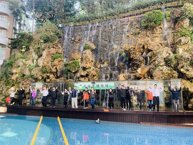 溪头米堤大饭店山泉水游泳池,含有丰沛的负离子。(廖志晃摄)