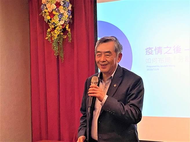信邦集團董事長、復旦台大校友會理事長王紹新8日在台灣領袖講座主講「疫情之後-企業管理新思維」,吸引很多社團、企業負責人與會。(盧金足攝)