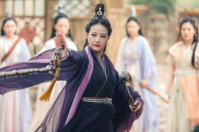 「最美周芷若」周海媚,在新版《倚天屠龍記》中晉升為「最美滅絕師太」。(中天娛樂台提供)