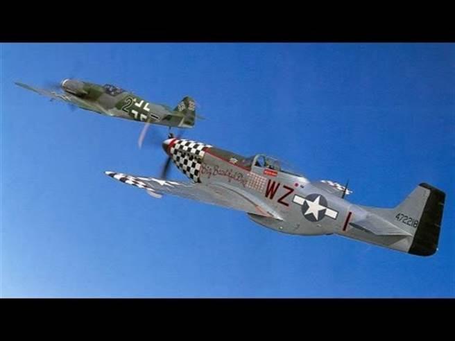 P-51与Me-109的空中死斗,叶格也在二战的欧洲战场有这样的经歷。(图/youtube)