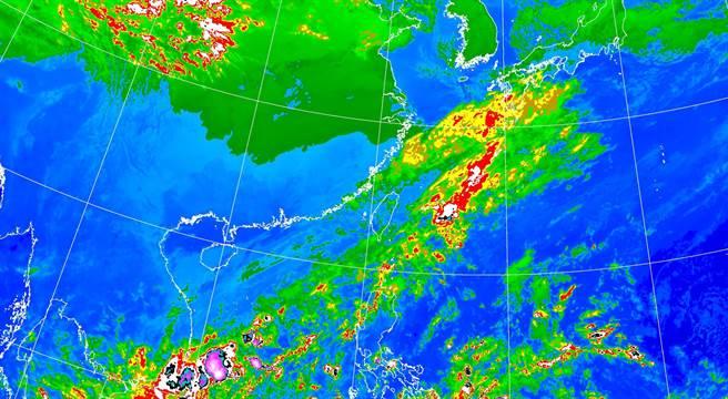 氣象局表示,明(9日)受到東北季風影響,桃園以北和宜花地區的降雨顯著,又因南方水氣北抬,新竹以南及台東也會有局部短暫雨。(氣象局)