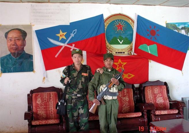緬甸佤邦聯合軍由原來的緬甸共產黨離出來的地方民族武裝份子組成,與大陸保持良好的關係,該武裝組織亦奉毛澤東為武裝游擊戰精神導師。(圖/推特@Grzegorz1989200)