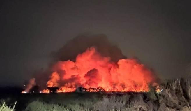 台南農場大火臭到全高雄市都聞到 黃捷回應了。(圖/翻攝自黃捷臉書,高雄市環保局提供)