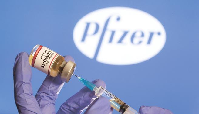 輝瑞與BioNTech研發的疫苗必須存放在超低溫環境,且必須施打兩劑,兩劑須間隔三周。圖/路透