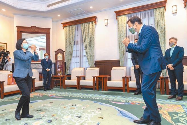 蔡英文總統7日接見澳洲駐台代表高戈銳,強調澳洲是台灣的好朋友,會盡其所能給予支持。(總統府提供)