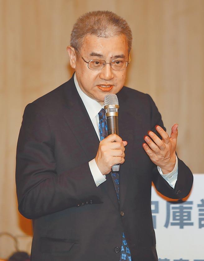 藍濤亞洲總裁黃齊元以「中美大戰及AI浪潮下,台灣企業的轉型」為主題發表演講。(季志翔攝)