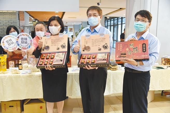 雲林縣長張麗善(右三)行銷雲林良品,為參加「台北國際食品展」暖身。(張朝欣攝)