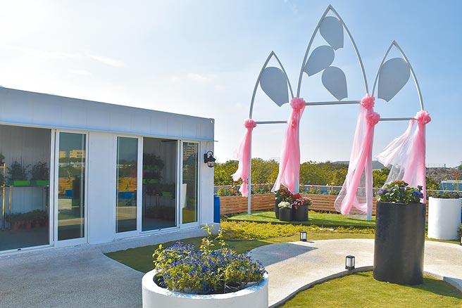 月桃故事館在10萬元補助下,加碼投資上百萬,打造水循環空中花園。(呂妍庭攝)