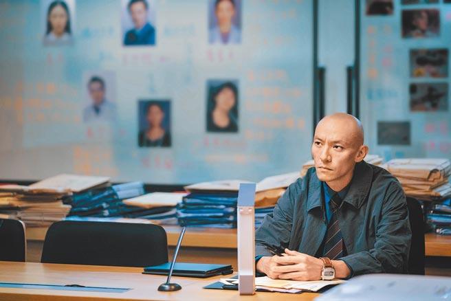 張震在片中飾演罹患癌症的檢察官。(威視電影提供)