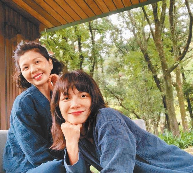 李心潔(右)與于子育(琇琴)姊妹情誼超過20年。(摘自IG)