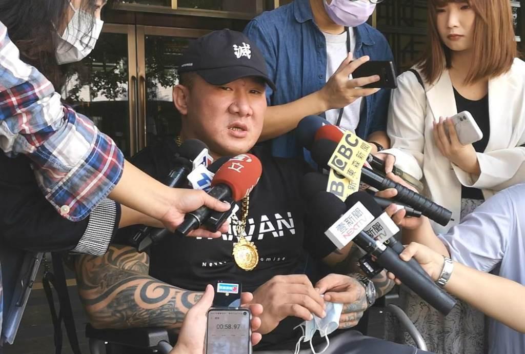 館長陳之漢赴台北地院開庭,槍擊案後首在公開場合露面。(黃捷攝)