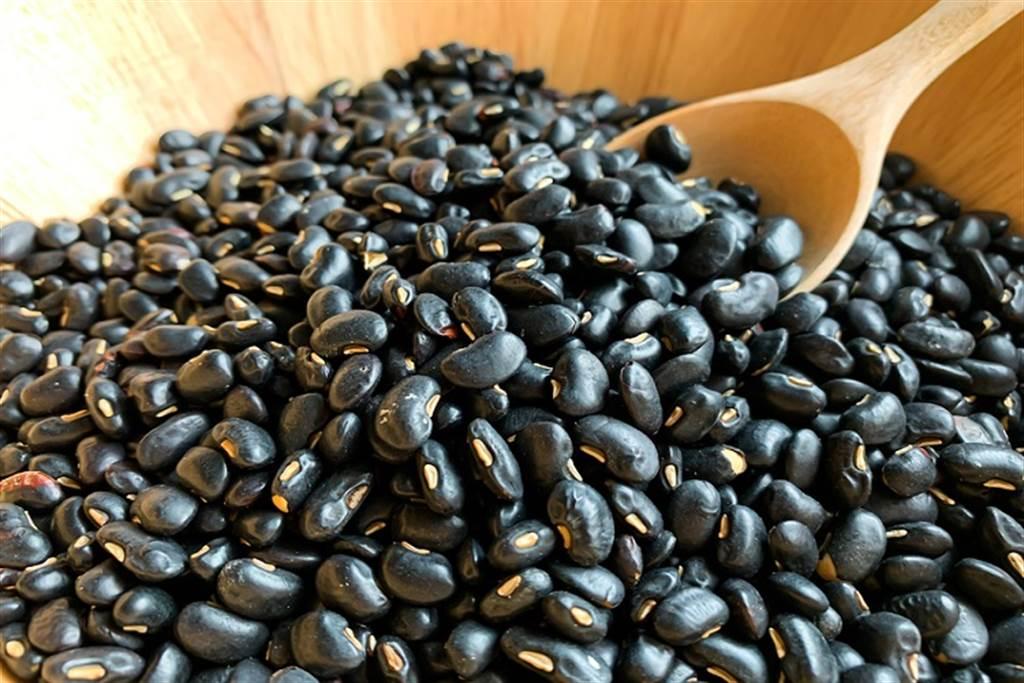 想滋補腎陰,可經常搭配食用芝麻、黑豆等食材。(圖/常春月刊提供)