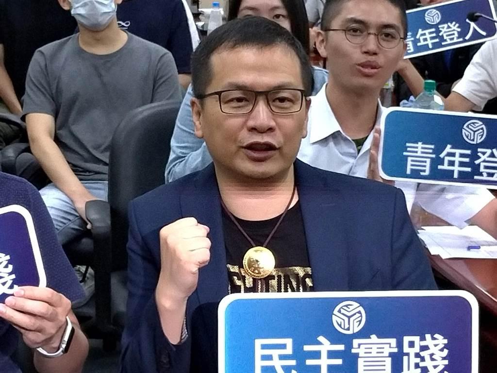 台北市議員羅智強今日在士林街頭製作「羅先生民調」,讓士林民眾狠狠打臉在地立委吳思瑤。(中時資料照)