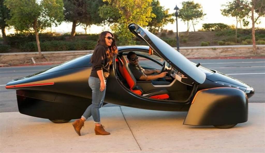 不用充電的電動車 Aptera 明年上市!續航突破 1600 公里,還疑似採用特斯拉充電技術