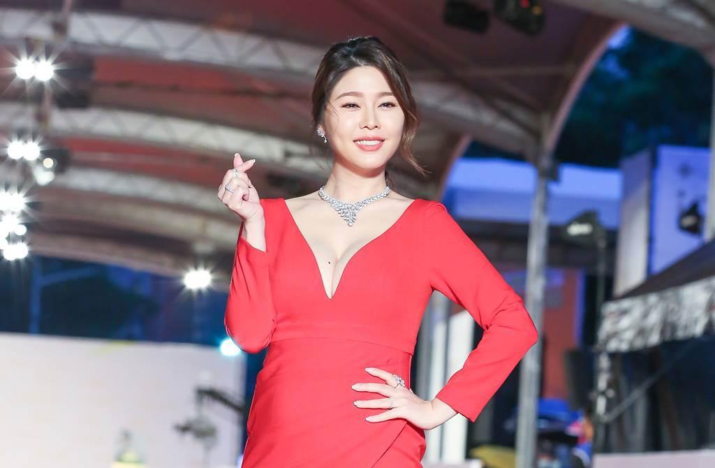白家綺2018年與小5歲的演員吳東諺結婚,現在腹中懷有四寶女娃。(圖/本報系資料照片)
