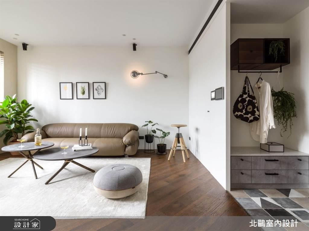 吊掛衣物的空間:適合常接待人來家中作客的家庭,或是不喜歡將髒衣物帶進家中的潔癖人士。