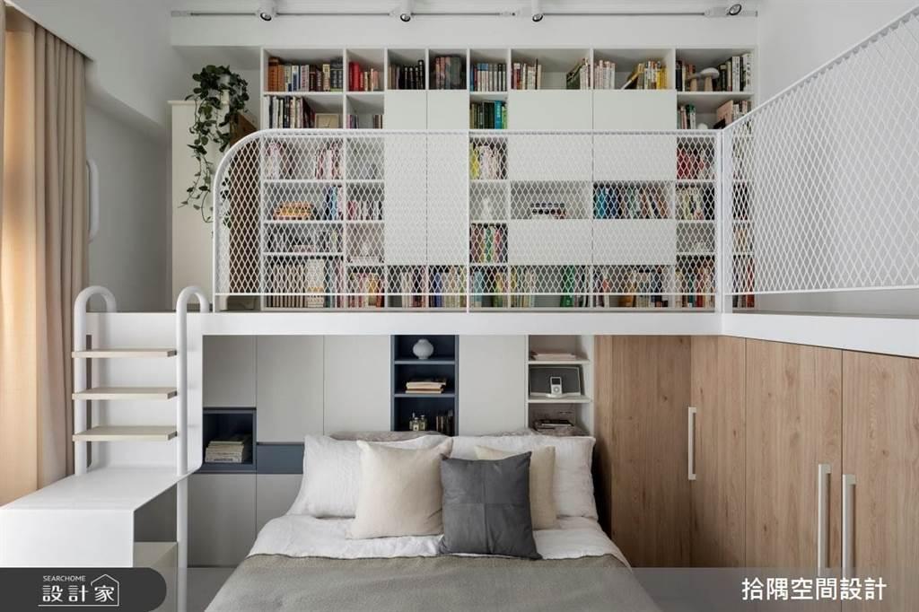 書房分為兩種,一種就是放置許多「書」的書房,需要的收納空間,就可以設置一整面開放式的書架層櫃,櫃體上下方可運用系統櫃,可放置易碎的收藏品等。