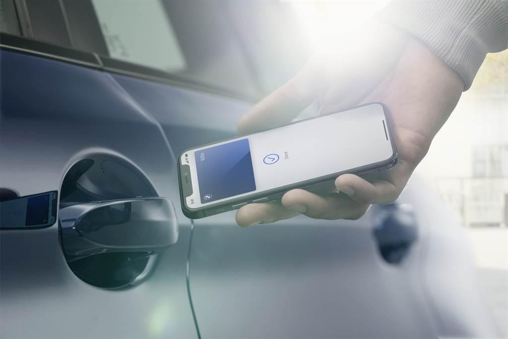 全新2021年式新世代車款導入兼具科技與便利性的iPhone手機數位鑰匙、全新升級加入NLU自然語言辨識功能的BMW智慧語音助理2.0,讓消費者皆能享有潮流先鋒的頂尖科技。