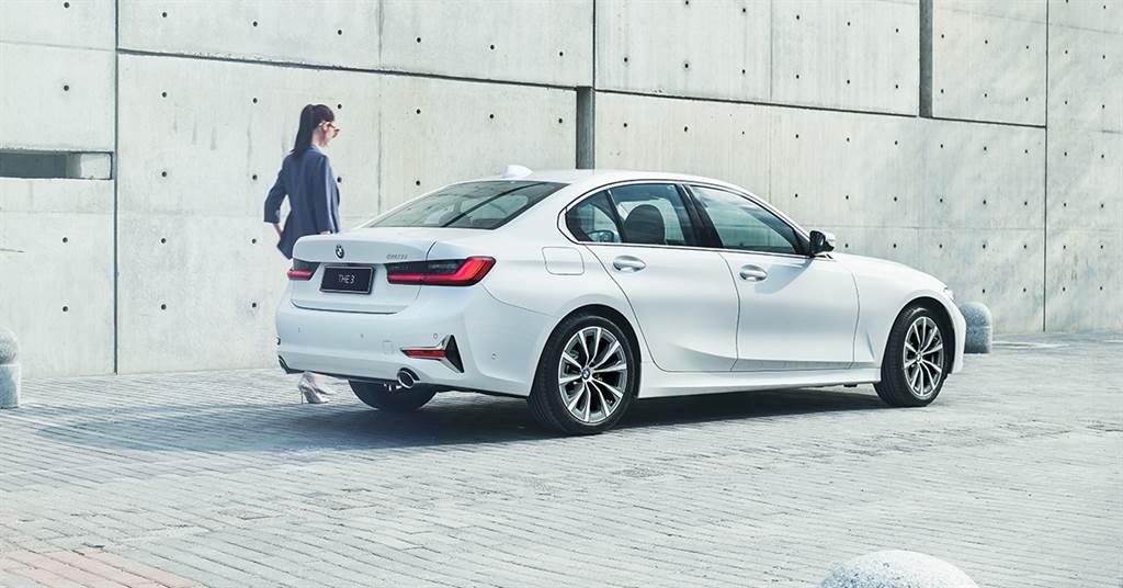 全新BMW 3系列指定車型享低月付9,900元起多元分期方案或180萬60期0利率或尊榮租賃專案(含3年租賃0利率、贈送3年牌燃稅)以及1年乙式全險。