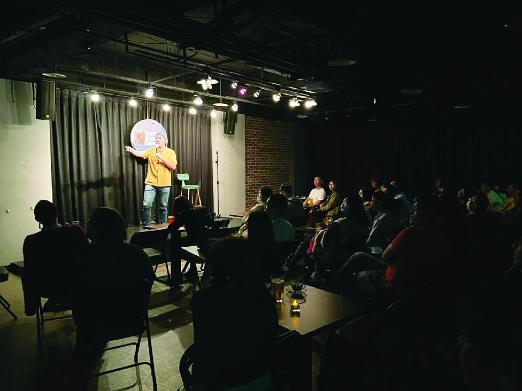 單口喜劇以幽默角度展現台北的多元魅力,營造出充滿渲染力的歡笑氛圍。(圖/黃映嘉攝)