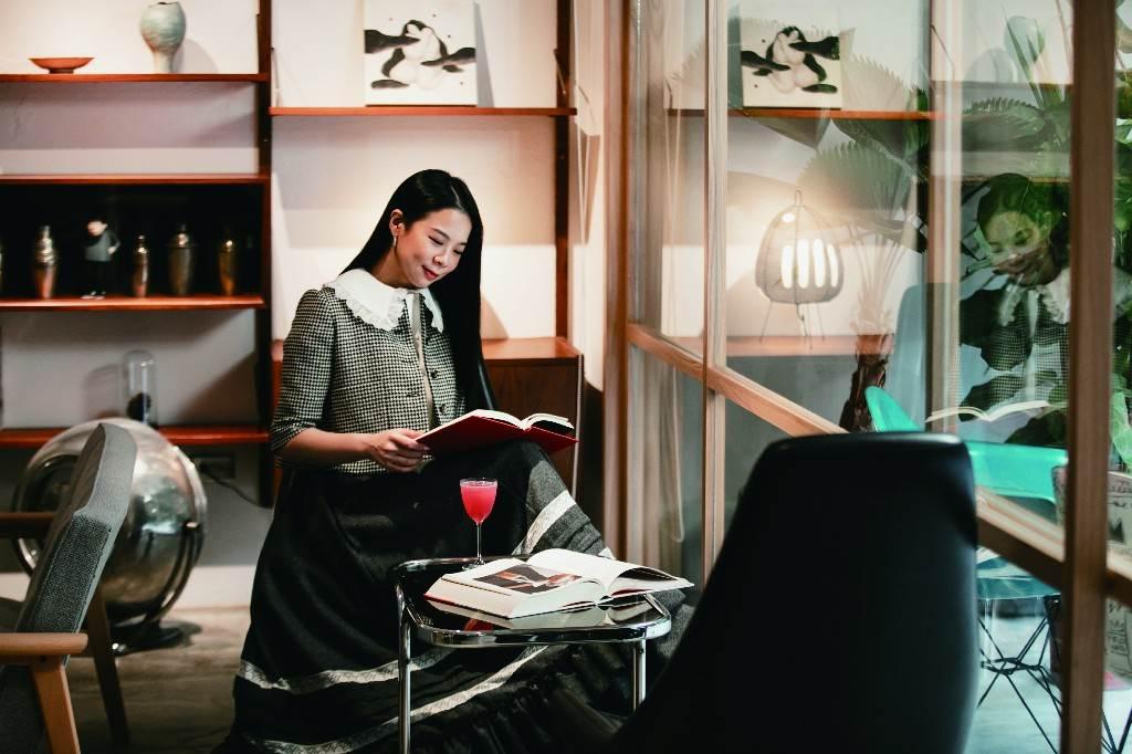 李瑜喜歡在台北的巷弄間,尋覓一處能安定心靈的空間,為來年整頓心情。(圖/蔡嘉瑋攝)