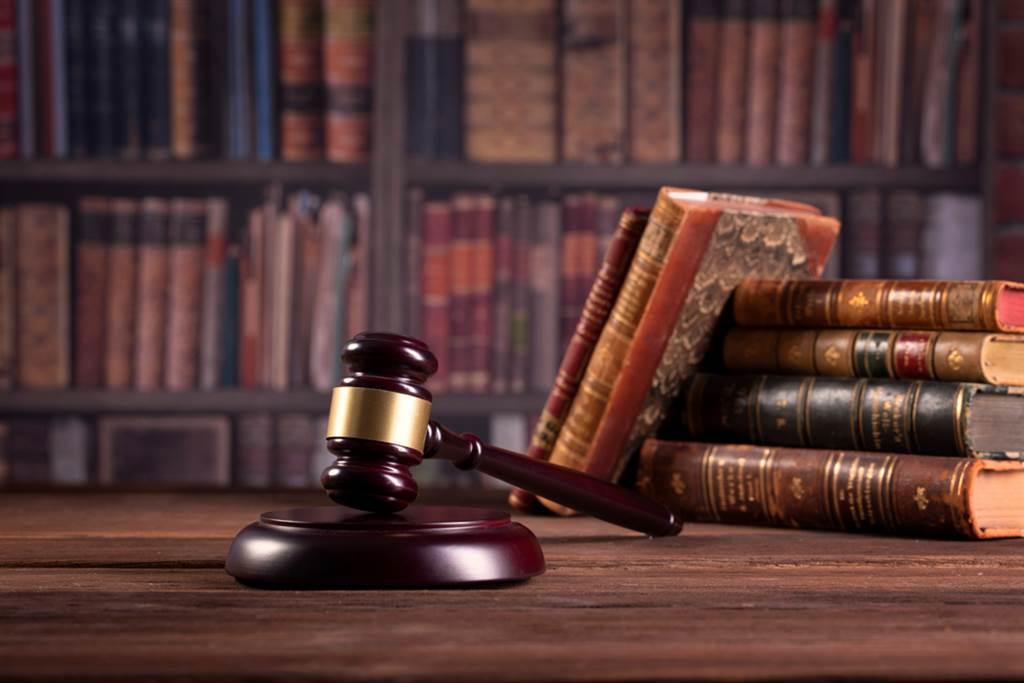 北市青山宮遶境延燒出的活春宮事件,警方表示將要法辦。對此,律師蔡皇其點出構成罪刑的關鍵。(示意圖/Shutterstock)