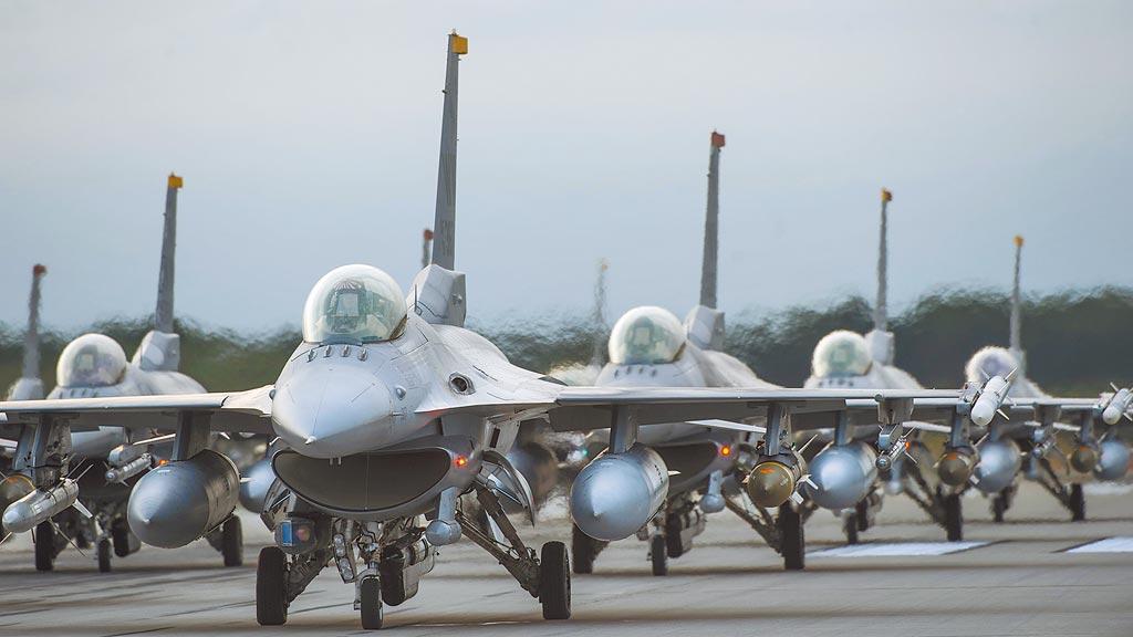 台美軍售在川普總統任內,已形同逐項宣布,每核定1項,就公布1次,今年共宣布6次,圖為美國武器製造商洛克希德馬丁(Lockheed Martin)的F-16戰機。(摘自諾斯羅普格魯曼官網)