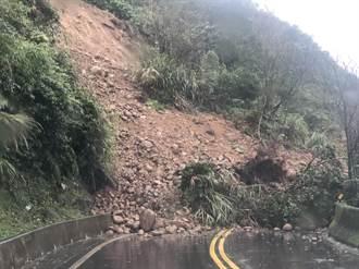 新北雙溪102線土石崩落 交通中斷