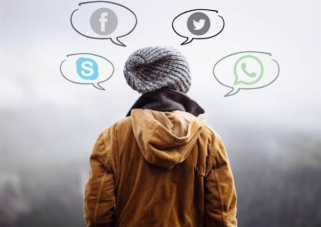封鎖垃圾訊息與廣告,適度篩檢過多外界資訊,避免在惡劣心情下做討厭的工作,都是能讓大腦放鬆的方法。(示意圖/Pixabay)