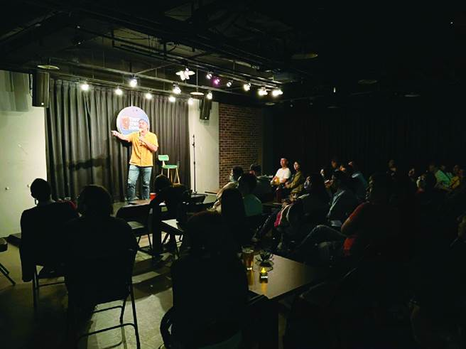 单口喜剧以幽默角度展现台北的多元魅力,营造出充满渲染力的欢笑氛围。(图/黄映嘉摄)