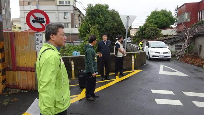 台中市議員吳敏濟爭取408萬元經費,拓寬外埔路、中山路口瓶頸。(王文吉攝)