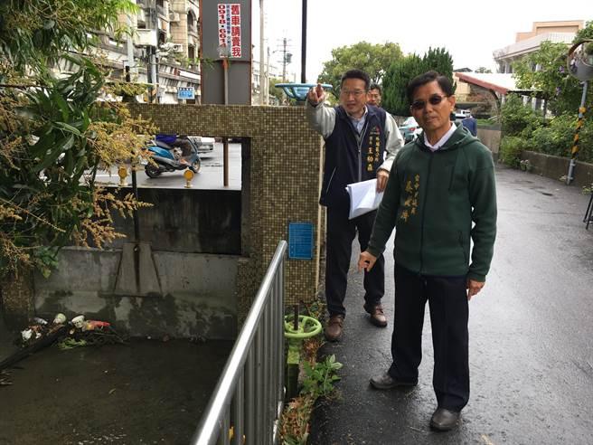 台中市議員吳敏濟爭取408萬元經費遷移外埔路水門,並加蓋水利溝,增加路幅。(王文吉攝)