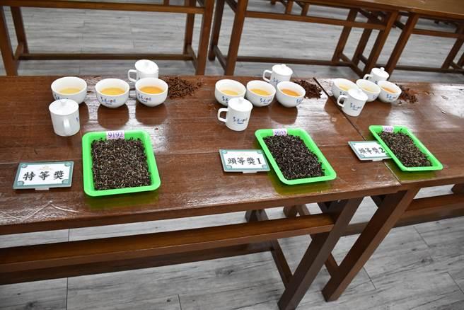 全國冬季東方美人茶評鑑比賽,入選前3名的茶。(謝明俊攝)